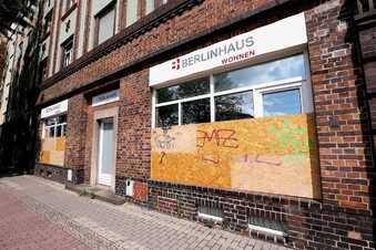 Fenster einer Wohnungsfirma in Dresden zertrümmert