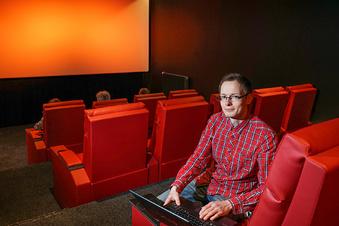 In diesem Kino schweben die Gäste wie im All