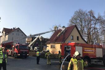Solarmodul brennt auf Hausdach