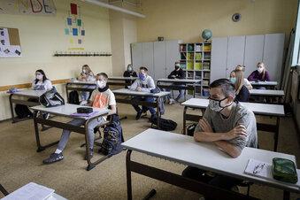 Corona-Schulalltag: Maske auf - Bücher raus