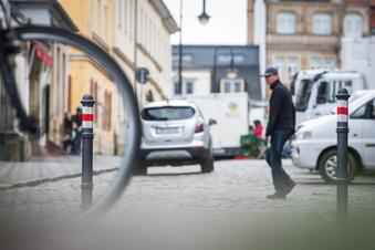 Blaues Wunder: Poller-Ärger am Markttag