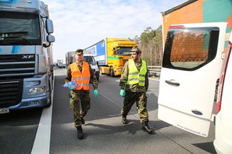 Wie die Bundeswehr auf der A4 hilft