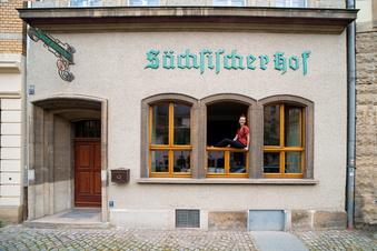 Einzug im Sächsischen Hof