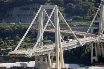 Letzter Lastwagen rollt von Unglücks-Brücke in Genua