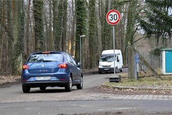 Zu viele Autos auf der Ullersdorfer Straße