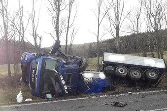 Fahrer gerät auf Gegenspur - und stirbt