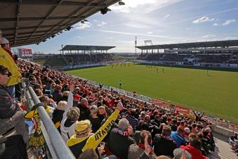 """Dynamo und Zwickau: Die Fans sind """"eene Bande"""""""