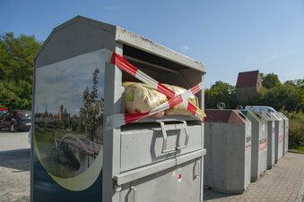Kleidercontainer werden zur Müllhalde