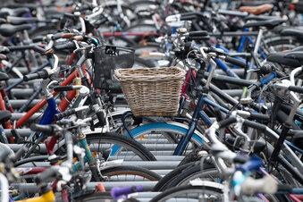 Zu wenig Platz für Räder an den Bahnhöfen