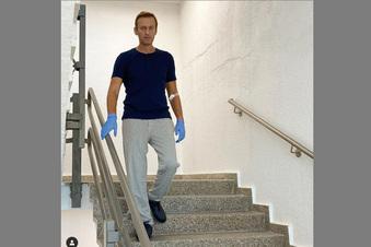 Nawalny läuft wieder Treppen