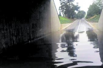 Neue Brücke unter Wasser