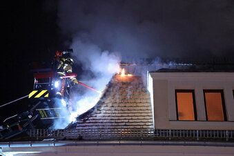 Ehemaliges Kaufhaus in Freital brennt