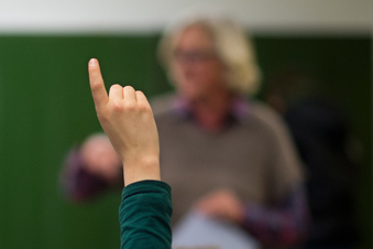 Betragen: 3, Fleiß: 3, Mitarbeit: 3. Schüler klagt gegen Kopfnoten