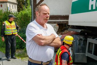 Auto zerstört Haus einer Familie