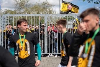 Warum Dynamo den Titel doch mit den Fans feiert