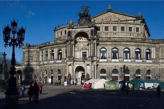 Protest vor der Oper geht weiter