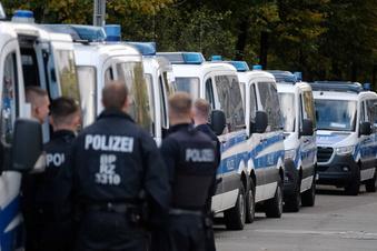 Großeinsatz der Polizei Leipzig - Vermummte greifen Bank an