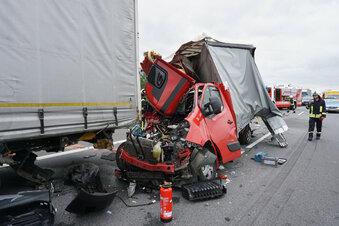 A4 gesperrt: Drei Verletzte nach Unfall
