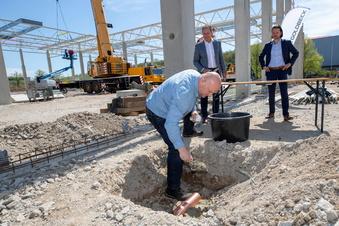 Pirna: Neue Firma legt Grundstein