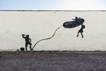 Banksy bekennt sich zu Werken an englischer Nordseeküste