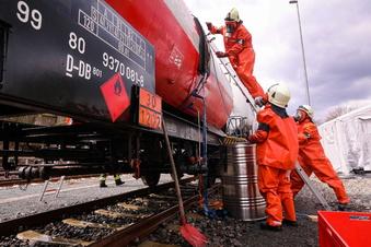 Elbtal: Feuerwehren trainieren Gefahrguteinsatz