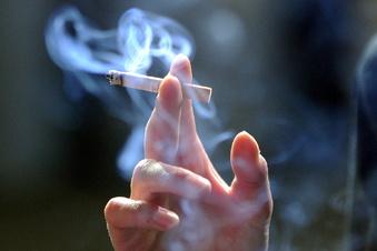 Vater geht rauchen - Zug fährt mit Kleinkindern davon