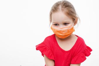 Gerücht: Mundschutz für Kinder gefährlich?
