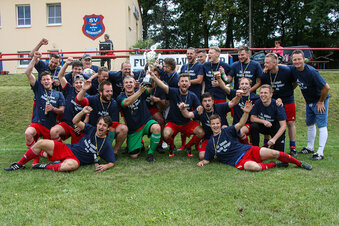 Der VfB Zittau feiert das Fußball-Double