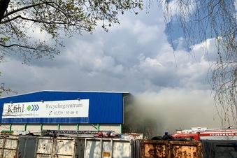 Altpapierbrand bei Kühl in Heidenau