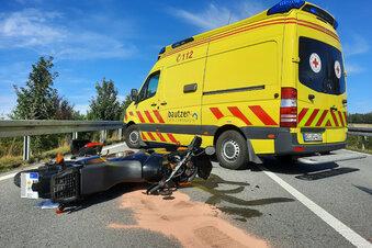 Motorradfahrer am Kreisverkehr gestürzt
