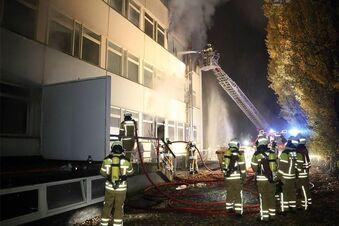 Nachbarn stecken ehemaliges Visa Hotel in Brand