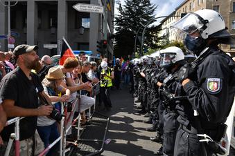 Polizei erklärt Demo gegen Corona-Politik für beendet