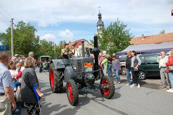 Traktorenparade als Anziehungspunkt