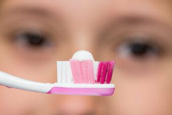Zahnpasta im Test: Acht Cremes fallen durch