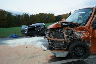 Jugendlicher bei Autounfall schwer verletzt