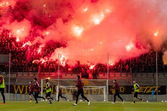Dynamo-Fans schwören sich mit der Mannschaft ein