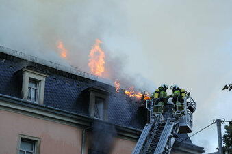 Nach Hausbrand Ermittlungen gegen Mieter