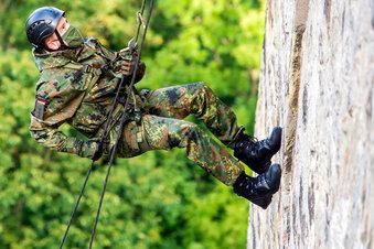 Soldaten in der Schwebe