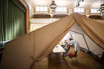 Corona-Inzidenz in Sachsen sinkt - zwei Städte unter 100