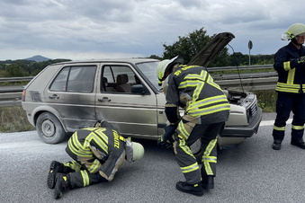 VW-Oldtimer brennt auf der A4 bei Görlitz