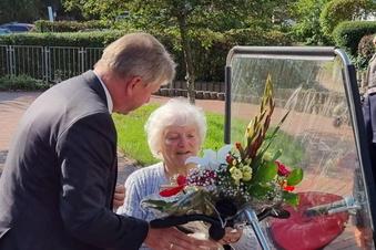 Ehrenrunde für Radebeuls älteste Feuerwehrfrau