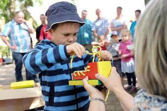 Stauchitzer Eltern zahlen 694 Euro weniger pro Kind