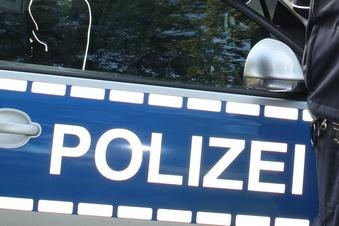 Drei Verletzte bei Unfall mit Polizeiauto