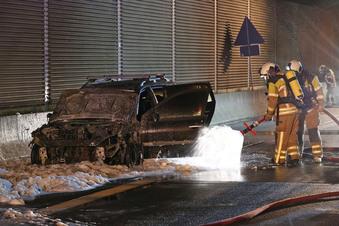 Dresden-Neustadt: Auto brennt auf der A4