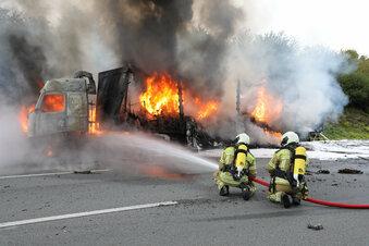 Lkw brennt auf A 4 in Dresden
