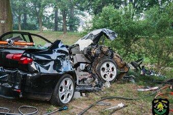 Unfall an der Neiße - Fahrer flüchten