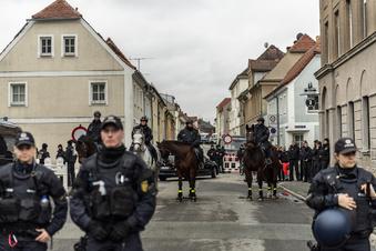 Polizei rückt in Ostritz mit Großaufgebot an
