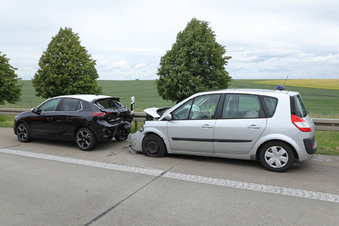 Unfall auf A4 verursacht Stau auf Dörfern
