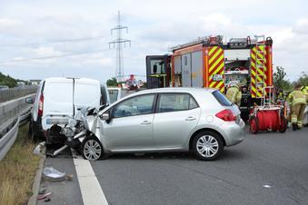 Stau nach Unfall auf A4 bei Dresden
