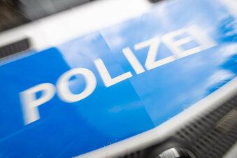 Döbeln: Opel stößt am Kreisverkehr gegen Mofa